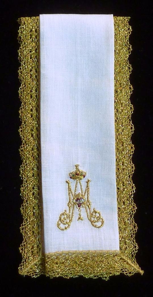 Purificador bordado y puntilla dorada