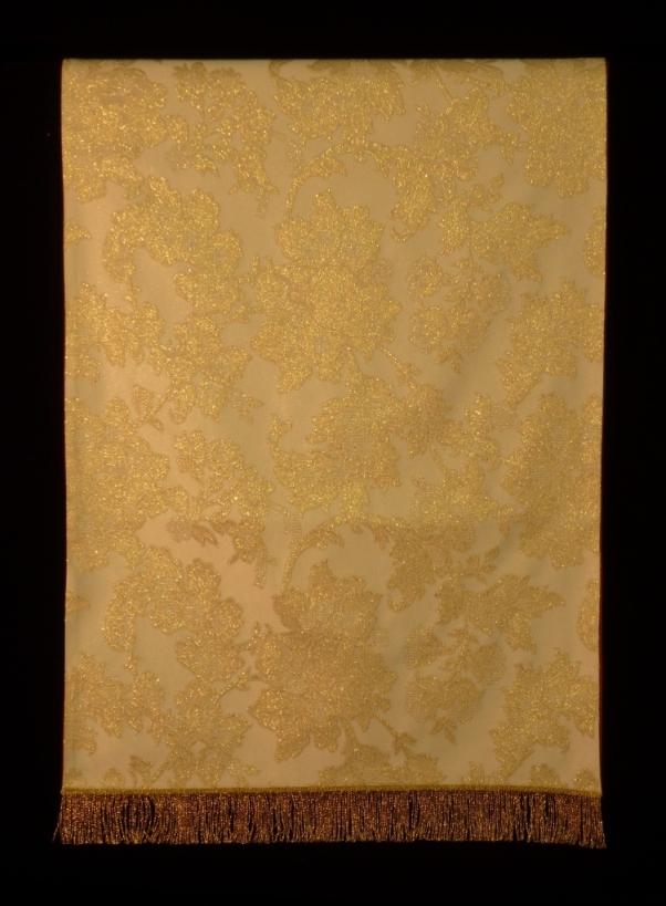 paño de hombros blanco marfil con fleco