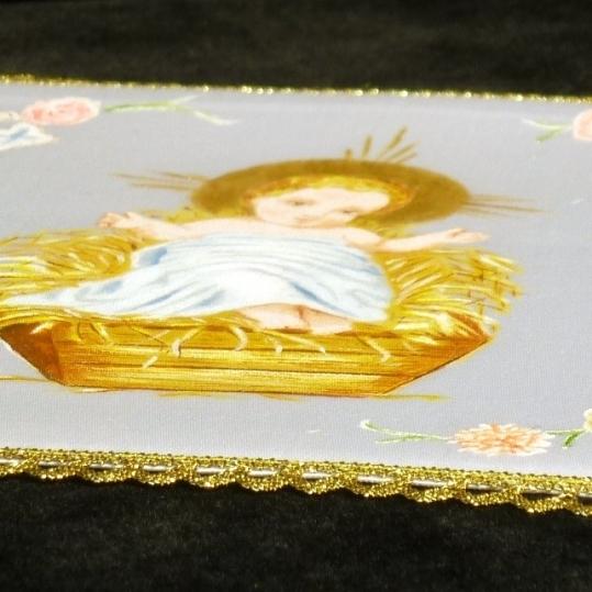 Palia de raso blanco y puntilla dorada