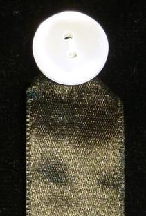 Cinta de amito de raso con botón