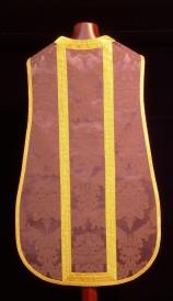 Espalda de casulla morada de damasco