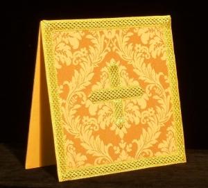 Carpetilla de casulla dorada