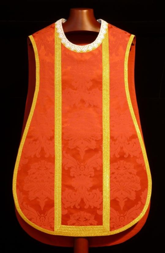 delantero de casulla roja de damasco con protege cuello