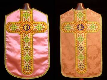 Casulla rosa espalda antes y después