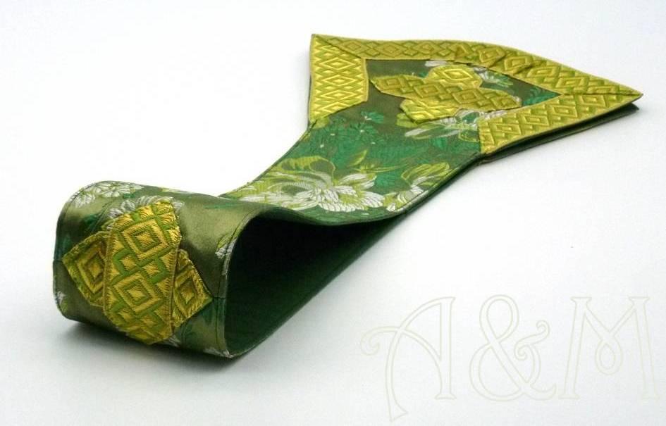 detalle cruz manípulo verde