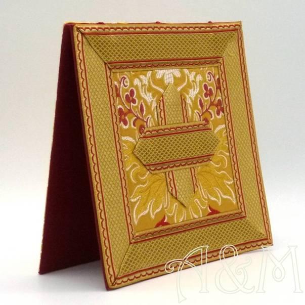 Carpeta de corporales en tela brocada oro