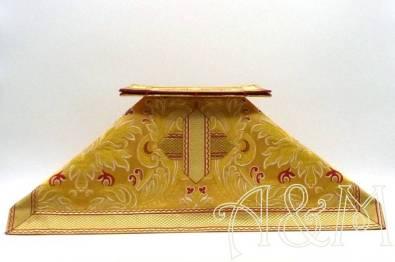 Carpetilla y velo en tela brocada oro