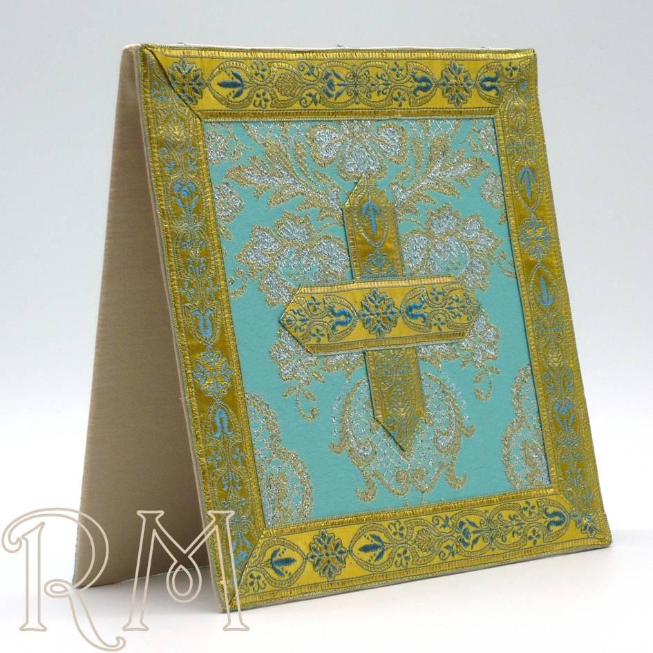 Carpetilla azul en tela brocada